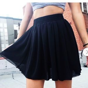 3/$30🌷American Apparel Chiffon Mini Skirt Size M